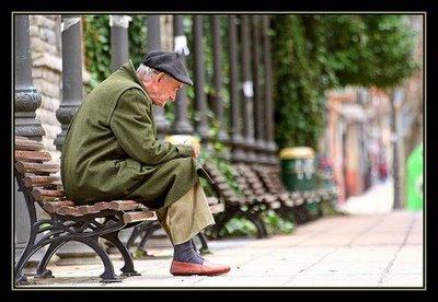 anciano-parque